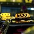 Taxifahrer berechnen manchmal eine Gebühr, wenn du mit EC-Karte zahlst. Ein Anwalt hält das für rechtlich sehr bedenklich, wenn nicht vorher auf die Gebühr hingewiesen wird.