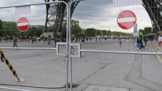 Die provisorischen Sicherheitsabsperrungen werden durch eine Glasmauer ersetzt.