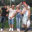 Juanito (1.v.re.) und Smooth (4.v.re.) mit Protagonisten ihres Rap-Videos  in Gelsenkirchen.