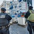 Am Tag nach dem Anschlag auf den Berliner Weihnachtsmarkt am 19. Dezember 2016 wurden die Sicherheitsmaßnahmen auf dem Bochumer Weihnachtsmarkt erhöht. (Archivbild)