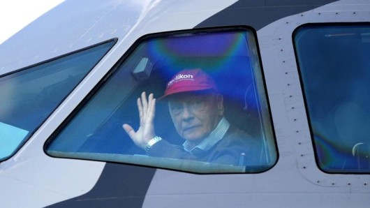 Aus Niki wird Laudamotion: Niki Lauda übernimmt die insolvente Airline und startet Ende März mit zunächst 15 Maschinen neu.
