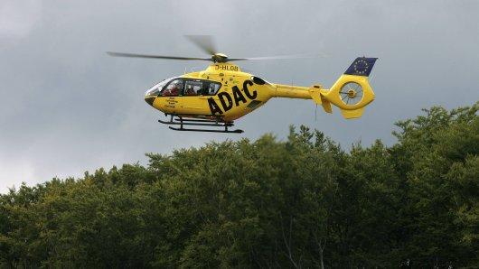 Nach einem Verkehrsunfall auf der A57 musste für die beiden Verletzten ein Rettungshubschrauber angefordert werden. (Symbolbild)