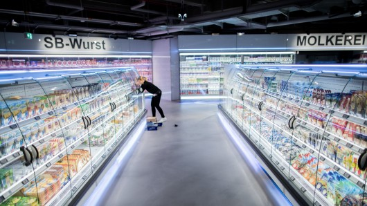 """Im neuen Edeka-Zurheide im Düsseldorfer """"Crown"""" hast du die Auswahl zwischen rund 65.000 Produkten."""