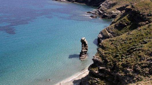 Bucht von Ormos Korthiou auf Andros:Manche Strände sind nur per Boot zu erreichen.