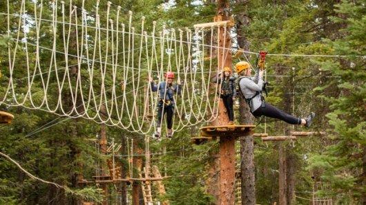 Am Snowmass Mountain eröffnet am 22. Juni ein Outdoor-Erlebnispark. Dort gibt es unter anderem eine Zipline-Baumwipfeltour und einen Hochseilparcours.
