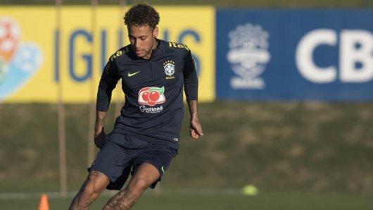 Brasiliens Topstar Neymar hat das Training aufgenommen.