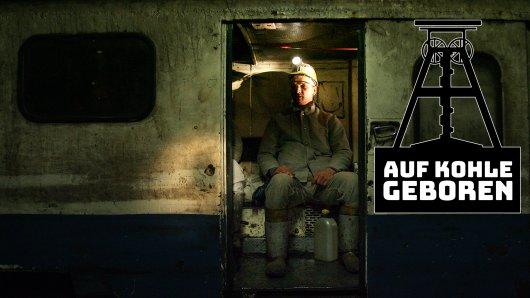 Tausend Meter unter der Erde: Ein Kumpel sitzt in einem Personenzug auf Zeche Prosper Haniel.