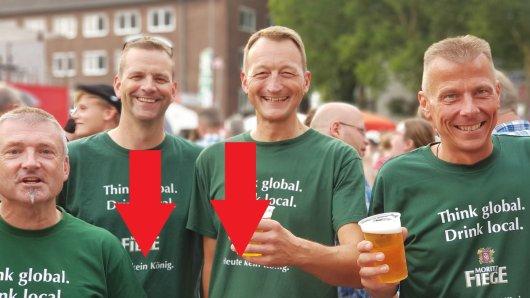 Jörg Bödeker, erkennbar am Bier in der linken Hand, hatte die Idee hinter der T-Shirt-Aktion zu Bochum-Total.