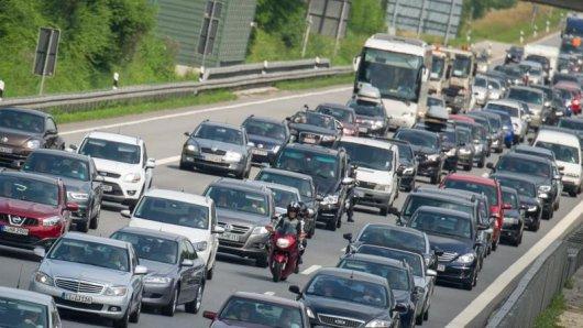 Am Wochenende wird es wieder voll auf den Autobahnen. Denn für viele Bundesbürger enden die Sommerferien.