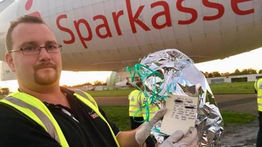Mitarbeiter des Luftschiff Theo fanden den Luftballon.