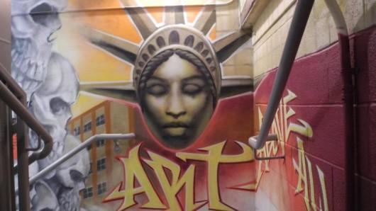 Das Treppenhaus vom CitizenM könnte nun zur neuen Pilgerstätte für Graffiti-Künstler werden.