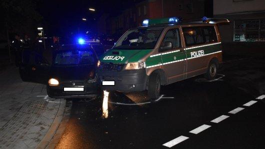 Die Polizei drängte das Auto ab und brachte sie zum Stillstand.