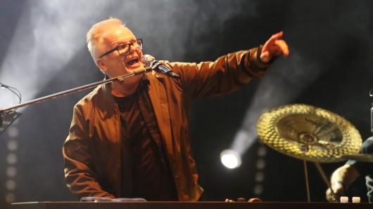 """Herbert Grönemeyer beim Open-Air-Musikfestival """"Jamel rockt den Förster"""" im August, einer Veranstaltung gegen Rechtsextremismus und für Toleranz."""