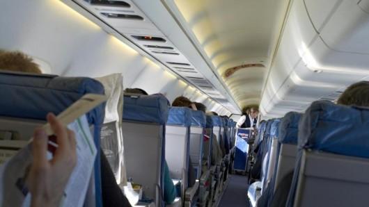 Nicht nur bei den Billigfliegern kostet eine Sitzplatzreservierung extra. Premium-Airlines schließen sich diesem Modell inzwischen an, wie die Zeitschrift Reise & Preise herausfand.