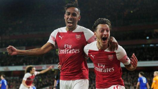 Pierre-Emerick Aubameyang (li.) und Mesut Özil glänzten beim 3:1-Sieg von Arsenal gegen Leicester.