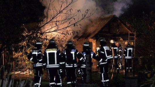 Die Feuerwehr musste eine brennende Hütte löschen. Darin fanden sie eine Leiche.