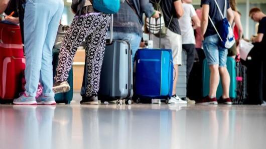 Bei einem Economy-Light-Flugticket ist in der Regel nur Handgepäck inklusive, Aufgabegepäck kostet extra.