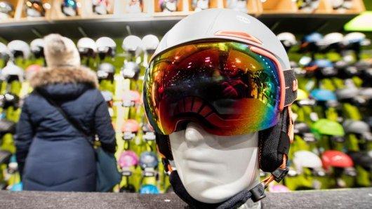 Skihelme, Protektoren und Skibrillen müssen Händler nicht zurücknehmen. Denn nach einem Umtausch ist nicht gewährleistet, dass das Material noch die Sicherheitsanforderungen erfüllt.