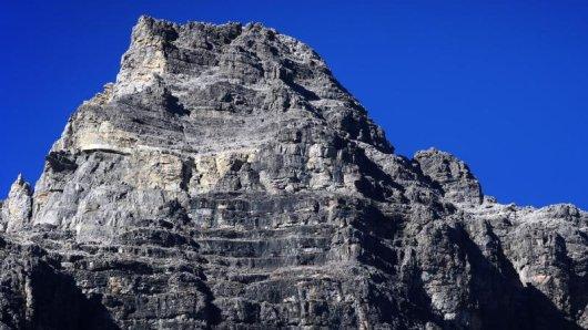 Der auf der deutsch-österreichischen Grenze gelegene 2592 Meter hohe Gipfel des Hochvogels zeigt einen metergroßen Riss. Experten sagen einen gewaltigen Felssturz voraus.