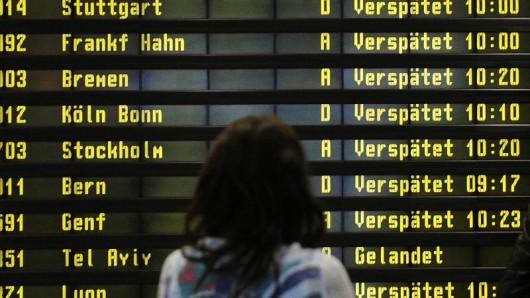 Passagiere sollen künftig nicht nur per Brief, sondern beispielsweise auch über eine Smartphone-App Entschädigungen für Flugverspätungen beantragen können.