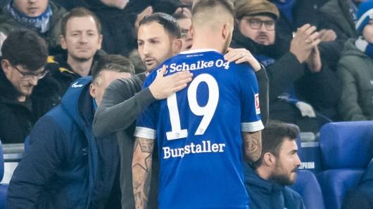 Domenico Tedesco umarmt den ausgewechselten Guido Burgstaller.