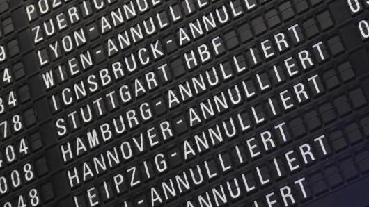 Wegen eines angekündigten Warnstreiks kann es an acht deutschen Flughäfen zu Flugausfällen kommen. Betroffenen steht in dem Fall eine Ersatzbeförderung zu.