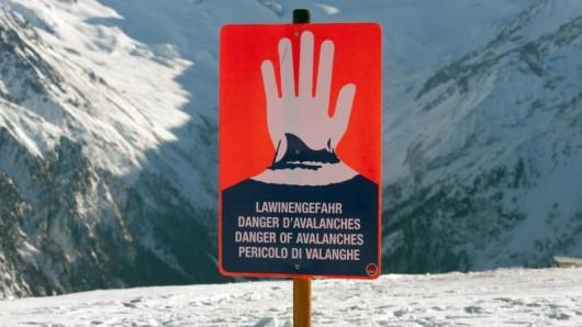 In den Alpen herrscht weiterhin hohe Lawinengefahr. Der Wetterdienst rechnet aber in den komkenden Tagen mit einer Entspannung der Wetterlage.