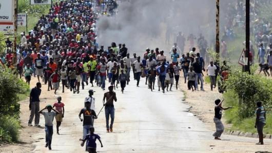 Nach der Verdopplung der Benzinpreise schwelt in Simbabwe ein offener Konflikt zwischen Bevölkerung und Regierung. Touristen sollten derzeit sehr umsichtig sein.