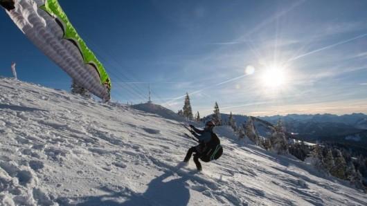 Nach Tagelangen heftigen Schneefall im Süden Bayerns scheint über dem Freistaat wieder die Sonne.