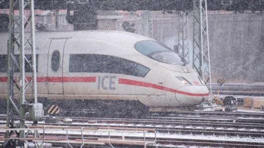Die eigenständige Kontrolle funktioniert über die DB Navigator App für Handy-Tickets und Online-Tickets, die in die App geladen wurden. Das Angebot besteht in allen ICE-Zügen.