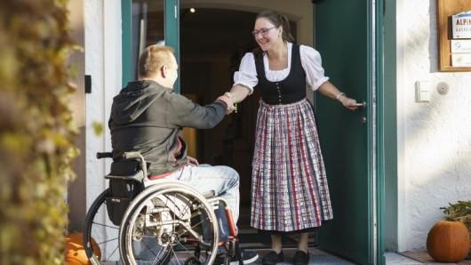 Ob ein Hotel für Rollstuhlfahrer geeignet ist, hängt von Kleinigkeiten ab - zum Beispiel breit genug gefassten Türrahmen.