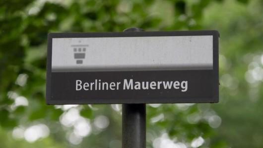 Der Berliner Mauerweg ist ein etwa 160 Kilometer langer Rad- und Fußwanderweg in Berlin und Brandenburg.
