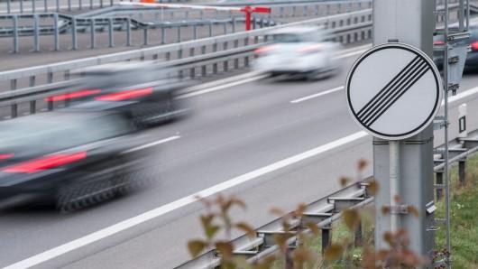 Das Tempolimit auf deutschen Autobahnen wird hitzig diskutiert.