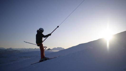 Schlepplifte sind für Ski-Anfänger oft eine Herausforerung. Trotzdem sollten sie den Abhang nicht nach der Liftart wählen.