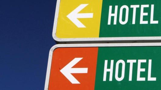 Eine Studie zeigt, dass Empfehlungen von Hotel-Buchungsportalen nicht immer im Interesse der Nutzer sind.