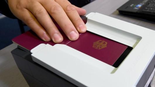 Einzelne Fluggesellschaften verweigerten in der Vergangenheit Passagieren mit vorläufigem Reisepass die Einreise nach Kuba. Vor der Reise also besser das Ablaufdatum überprüfen.