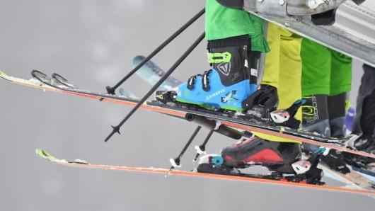 Die Ski des Freundes sind brandneu auf dem Markt und am liebsten will man sie selbst mal eine Abfahrt lang testen. Davon sollte man unbedingt absehen.