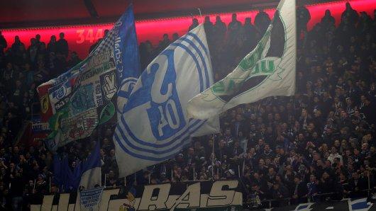 Rund um das Duell Schalke gegen Bayern kam es zu einer Reihe von Auseinandersetzungen.