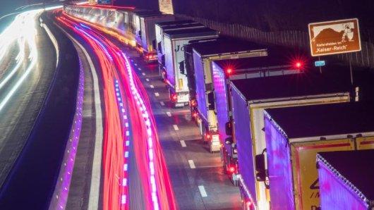 Auf der Autobahn A93 und anderen Transitrouten zwischen Österreich, Deutschland und der Schweiz kann es am Wochenende zu verzögerungen kommen.