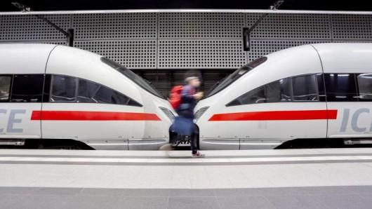 Im Jahr 2018 ließen sich Bahn-Kunden 53,6 Millionen Euro erstatten. Im Vorjahr waren es noch 34,6 Millionen Euro.