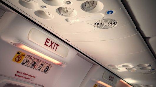 Ein Flugbegleiter erklärt Codewort, das Schlimmes bedeutet. (Symbolfoto)