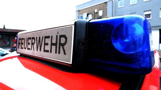 Am Mittag fing ein Schweinetransporter im Münsterland Feuer. (Symbolfoto)