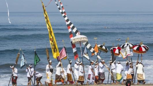 Bali feiert den Tag der Stille. Einheimische werden nicht zur Arbeit gehen, nicht reisen und kein mobiles Internet nutzen.