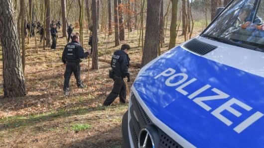 Die Polizei sucht in einem Waldstück in Brandenburg nach der vermissten Rebecca. Auch in NRW fehlt von einigen Jugendlichen jede Spur.