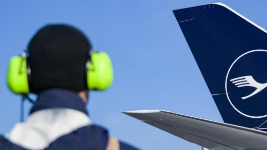 Am Frankfurter Flughafen fielen wegen der Software-Panne am Dienstag 54 von rund 1350 geplanten Verbindungen aus. Betroffen sind vor allem Lufthansa-Kunden.