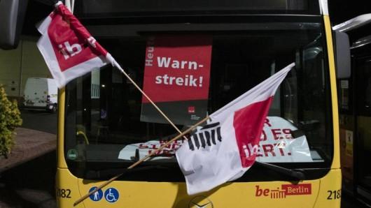 Die Gewerkschaft Verdi hat die Beschäftigten der Berliner Verkehrsbetriebe (BVG) zum Warnstreik aufgerufen.