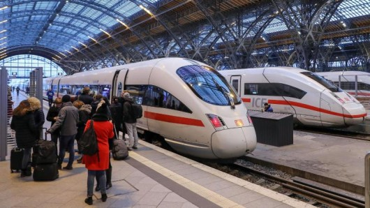 Eine neue Anzeige beim Buchen des ICE-Tickets soll Reisende informieren, wie voll der Zug voraussichtlich ist.