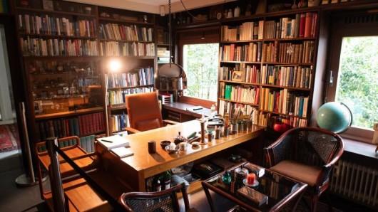 Das Arbeitszimmer im Haus von Ex-Bundeskanzler Helmut Schmidt. Das Wohnhaus von Ex-Bundeskanzler Schmidt ist von nun an regelmäßig für Führungen geöffnet.