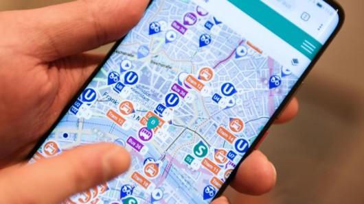 Das Konzept: Die Apps der Verkehrsbetriebe verknüpfen sich im Hintergrund. Dann kann etwa ein Frankfurter in seiner RMV-App ein Ticket für einen Bus in Karlsruhe kaufen oder sich eine Verbindung in Stuttgart anzeigen lassen.