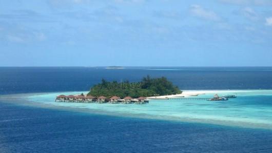Wer wirklich warmes Badewasser bevorzugt, findet diese aktuell unter anderen auf den Malediven.